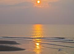Gold (schreibtnix on' n off) Tags: sunset sea sun holland travelling nature netherlands clouds gold reisen meer waves sonnenuntergang horizon natur wolken sonne horizont niederlande wellen glittering glitzern olympuse5 schreibtnix