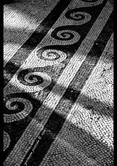 riscoperto (giuseppe pascale) Tags: light shadow white black architecture tile italia pattern floor mosaic pompeii curve scavi giuseppepascalephotography riscoperto
