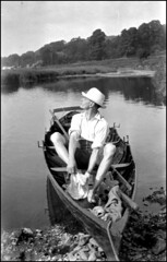 Water Trip (Italian Film Photography) Tags: people bw sun film water hat vintage river funny barca ship fiume bn 127 persone sole analogica cappello argentique pellicola