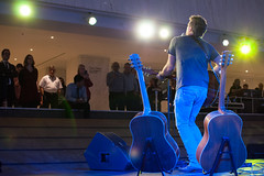 Greg Hanna - FCP Toronto (Richard Wintle) Tags: musician music toronto ontario canada downtown guitar country financialdistrict singer brookfield acoustic onstage guitarist songwriter fcp countryandwestern firstcanadianplace waterfallstage greghanna