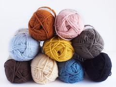 Lion Brand yarns (IFeelCook) Tags: lana yarn lionbrand yarnshop ovillos acrylicyarn vannaschoice deramores tiendadelanas dndecomprarlanaslionbrand
