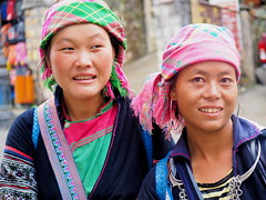 Hmong girls of Sapa, Vietnam (Faisal Aljunied) Tags: street portrait people smile geotagged asian photography yahoo colorful asia southeastasia flickr dof bokeh streetphotography streetscene olympus vietnam tribes ethnic sapa hmong omd laocai villagers streetphotographer streetsnap aljunied flickriver olympusstreetphotography olympusomdem1 panasoniclumixgxvario35100mmf28 faisalaljunied