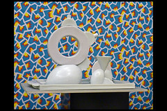 tea set manitoba_chad_onega 01 1982 thun m (sm amsterdam 2016) (Klaas5) Tags: vormgeving expositie ©picturebyklaasvermaas furniture meubel tentoonstelling exhibition postmodernism stedelijkmuseumamsterdam 1970s1980sdesign postmodernisme postmodernistdesign ceramics keramiek tableware theepot teapot