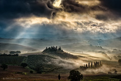 Sunrise in Val d'orcia (Olmux82) Tags: bel vedere val dorcia nikon d750 sky clouds mist sunrise landscape ray field fog italy italia tuscany toscana hill hills san quirico campi