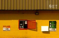 IMG_0073 (revjdevans) Tags: shreveport shreveportlouisiana lakeshoredrive liquorstore cigarettes yellow
