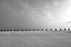 Crenelated snowfield (PWD_8303) (Pieter Berkhout) Tags: emptyfield skyline landscape battlement merlons crenelated laplagne alpen alps snowscape snow sneeuw sneeuwlandschap sneeuwhelling slope skigebied skiresort pieterberkhout paradiski