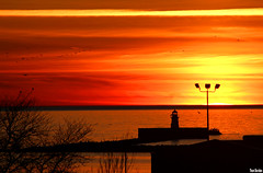 Lake Erie Sunset (Thom Sheridan) Tags: thomsheridan greatlakes dusk cleveland lighthouse 2017