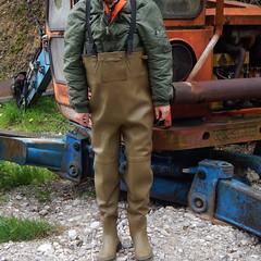 Chameau-oliv-Baustelle7404 (Kanalgummi) Tags: sewer worker rubber waders chestwaders wathose bomber jacket bomberjacke kanalarbeiter égoutier