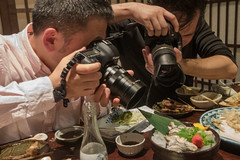 ceremony before eating (kasa51) Tags: people photographer tavern izakaya rawoyster kure hiroshima japan 生牡蠣