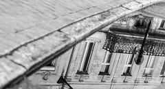 photos rue_31_03_17 (3 sur 4) (Jérôme Loche) Tags: photographie de rue life bordeaux france gironde vie noir et blanc couleur nb aquitaine personne inconnue femme homme jeune couché soliel bus passage piétons reflet vitre tag graffiti fleur rembarde barrière