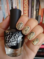 Unicorn - Sinful Colors + Uninhibited - L.A. Girls (Mari Hotz) Tags: esmalte unha sinfulcolors lagirls gliter glitter amarelo preto