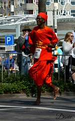 Marathon Rotterdam. (Daantje1704) Tags: marathon rotterdam running remarkable man portrait barefoot hardlopen respect nikon person red colourfull human sidy 2017