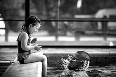 (Kalina R) Tags: bw water pool girl smile swimming blackwhite kid child tata father daughter happiness swimmingpool surprise emotions dziewczynka czarnobiae crka