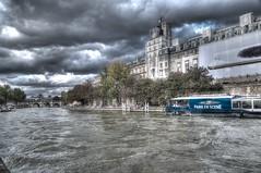 Chaud week-end parisien en bord de Seine. Paris, octobre 2014 (Bernard Pichon) Tags: paris france notredame nuage 75 iledefrance hdr touristes bordsdeseine bpi760