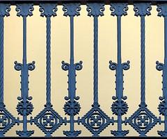 Barcelona - Gran Via 471 d (Arnim Schulz) Tags: modernisme modernismo barcelona artnouveau stilefloreale jugendstil cataluña catalunya catalonia katalonien arquitectura architecture architektur spanien spain espagne españa espanya belleepoque fer castiron ferdefonte hierro ferro iron eisen gusseisen schmiedeeisen forjado forgé wrought forged art arte kunst baukunst ferronnerie gaudí fence textur texture muster textura decoración dekoration deko deco ornament ornamento