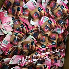 Vaseline Lip Therapy (rosy lip)  วาสลีน ลิปบาล์มเนื้อสีชมพูอ่อน  น่าพกพา  MADE IN USA  กระปุกน่ารักเฟ่ออออค่ะ เปลี่ยนปากเสียให้เป็นปากสวย  ริมฝีปากคล้ำ,แห้ง ตัวนี้เลยค่ะสามารถให้ความชุ่มชื่นกับริมฝีปากได้อย่างดีเยี่ยม  เนื้อเข้มข้น แต่ไม่เหนียวเหนอะหนะ ไม