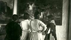 Mujeres contemplando los Fusilamientos del 3 de mayo de Goya, (Jos Luis Pajares) Tags: republica espaa spain education pueblo escuela luis pioneer avila 1930 cernuda misionespedagogicas pionera espagneeducacin