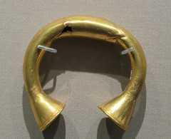 IMG_5532 (jaglazier) Tags: ireland dublin irish mountains art archaeology triangles gold october crafts incised jewelry museums nationalmuseum bronzeage metalworking 2014 clasps 102114 2ndmilleniumbc goldworking sheetwork inciseddesign copyright2014jamesaglazier 2000bc1800bc