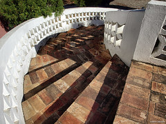 steps (julioc.) Tags: portugal architecture stairs shadows outdoor details steps sunny algarve curve olho j2549
