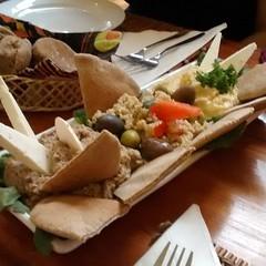 Picoteo mediterrneo para comenzar la celebracin del cumple de @odiceme  #elhuerto #veganfood #comidasaludable (ClauErices) Tags: chile santiago providencia veganfood comidavegetariana comidavegana elhuerto comidasaludable instagram