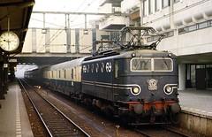 1109  Utrecht  02.12.77 (w. + h. brutzer) Tags: holland analog train nikon utrecht ns eisenbahn railway zug trains 11 locomotive niederlande lokomotive elok eisenbahnen eloks webru