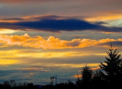 Wonderful Sunlit Clouds (Irene, Montreal, QC) Tags: sunset sky skyline clouds gold skies sunsets goldensunset sunsetclouds beautifulnature wonderfulnature goldensky beautifulbc awesomenature sunsetskies goldsunset awesomeskies allclouds lougheedburnabybc