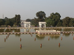 Fountains @ Faiz Bakhsh terrace @ Shalimar Gardens @ Lahore (*_*) Tags: park pakistan garden october asia jardin sunny punjab bagh lahore shalimar shahjahan 2014 mughal shalamar moghol penjab
