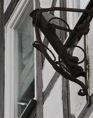 (:Linda:) Tags: germany town thuringia halftimbered fachwerk flagholder hildburghausen nobw