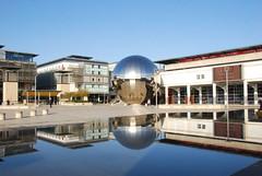 Bristol Millenium Square Reflections (rq uk) Tags: blue reflections bristol nikon nikkor milleniumsquare 18200mm d80 rquk