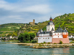 Castles Pfalzgrafenstein & Gutenfels (K r y s) Tags: germany kaub rheinlandpfalz geotagged bacharach rhinelandpalatinate topf25