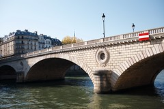 Ballade sur les quais de Seine, Paris 75. (Ross917) Tags: leica bridge paris france color seine 35mm summicron pont f2 75 couleur leicam summicron35mm typ240
