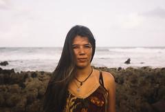 (Iago Theo) Tags: amarelo menina fruta tropical praia abacaxi