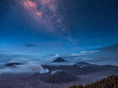 One Million Stars Falling from the Sky (::: Dennis Liang :::) Tags: volcano milyway stargazing