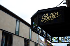 Bettys Cafe Tea Rooms (Lawrence (林敬筌)) Tags: york bettys café tea rooms xpro1 35mm f28 英國 helen's square england 約克 英格蘭