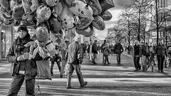 peripheral figure (berberbeard) Tags: hannover fotografie photography urban berberbeard berberbeardwordpresscom germany ilce7m2 itsnotatrick street primelens festbrennweite zeiss 55mm sony deutschland people menschen