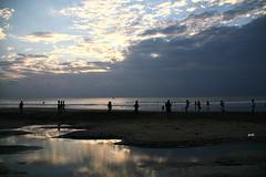 As nuvens desceram à praia!! (puri_) Tags: mar areia água reflexo nuvens dourado silhuetas picmonkey