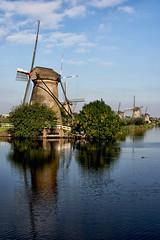 Les moulins de Kinderdijk près de Rotterdam (jjcordier) Tags: moulin kinderdijk paysbas paysage canal eau bleu reflet