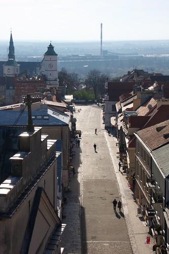 Ulica Opatowska w stronę rynku w Sandomierzu z Bramy Opatowskiej