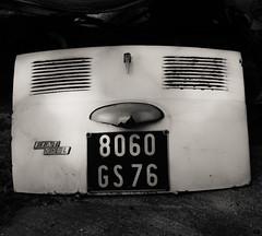 Fin de vie automobile... (olivier vasseur) Tags: normandie auto vernon ©oliviervasseur jcbrantome cars eure saintmarcel automobile france casse fiat 500 capot