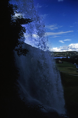 "Norwegen 1998 (087) Steinsdalsfossen • <a style=""font-size:0.8em;"" href=""http://www.flickr.com/photos/69570948@N04/34123683385/"" target=""_blank"">View on Flickr</a>"