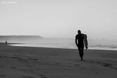 Fanning #4 (Daniel Moreira) Tags: ocean sea bw white black portugal branco mar surf surfer rip wave pb surfing preto pro curl mick oceano onda peniche moche 2014 fanning surfista belgas supertubos