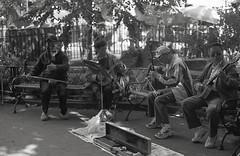 Colombus Band (bortx_) Tags: life park street new york city nyc newyorkcity parque urban bw usa canon diy chinatown kodak ae1 tmax chinese band bn vida 400 program urbana analogue chino eeuu colombus analogico streelife fdlens  reveladoencasa diyfilm bwfp