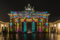 Brandenburg Gate @ Festival of Lights Berlin 2014 (Nelofee-Foto) Tags: lighting light oktober berlin festival night germany deutschland licht october colours nightshot nacht illumination architektur sight farbe festivaloflights multimedia beleuchtung nachtaufnahme projektion sehenswrdigkeit fol nelofee zanderundpartner