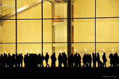 AHS_Mauerlicht12 (alexander h. schulz) Tags: berlin wall night germany balloons deutschland licht nacht menschen helium ballons menschenkette regierungsviertel lichtinstallation schattenriss mauerfall mauerstreifen fallofthewall 25jahremauerfall 25yearsfalloftheyear