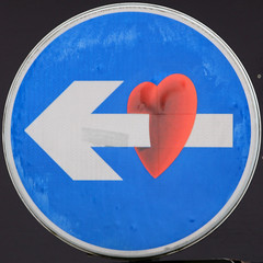 Keep Left (Leo Reynolds) Tags: graffiti heart squaredcircle xleol30x sqset113 xxx2014xxx