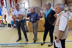 1-René Gau le conseiller gal et la maire adjointe (clubphotomjcrodez) Tags: photos exposition artisans peintures maquettes toiles élus officiels modèlesréduits onetlechateau costesrouges
