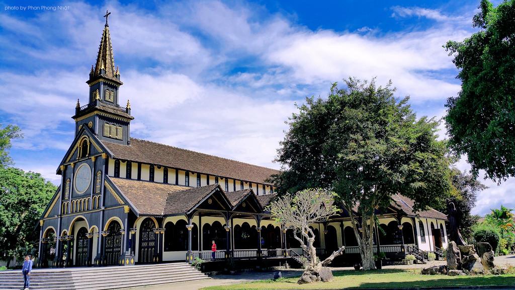 Nhà thờ gỗ Kon Tum – Gia Lai
