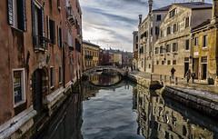 Reflejos Venecianos / Venetian Reflections (D. Lorente) Tags: dlorente diurna nikon nubes venecia urban urbana nieve reflections reflejo edificios buildings