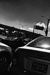 calle (betho itinerante) Tags: luz contraste bn blanconegro lineas sombras sol dia ciudad trabajo vidrio calle autos tren cielo nubes postes urban street streetphotography trafico