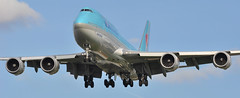 KE0907 ICN-LHR: HL7632 first visit to London Heathrow. (A380spotter) Tags: landing approach arrival finals shortfinals threshold belly boeing 747 8i intercontinental 800 hl7632 대한항공 koreanair kal ke ke0907 icnlhr firstvisittolhr firstvisittoheathrow 1st runway27l 27l london heathrow egll lhr